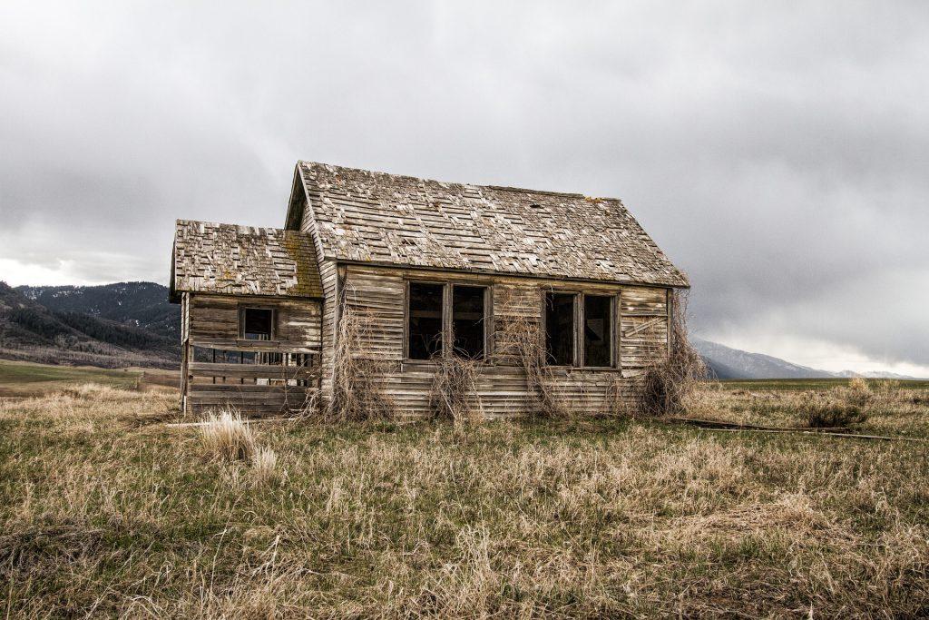 old-farm-house-2096646_1920